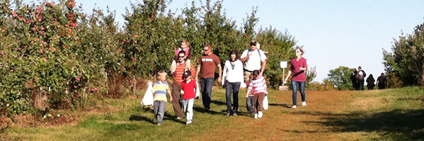 Honeycrisp! Hayrides and Music!